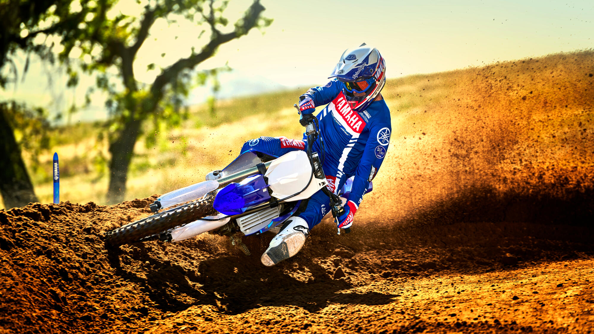 2020-Yamaha-YZ450F-EU-Racing_Blue-Action-003-03