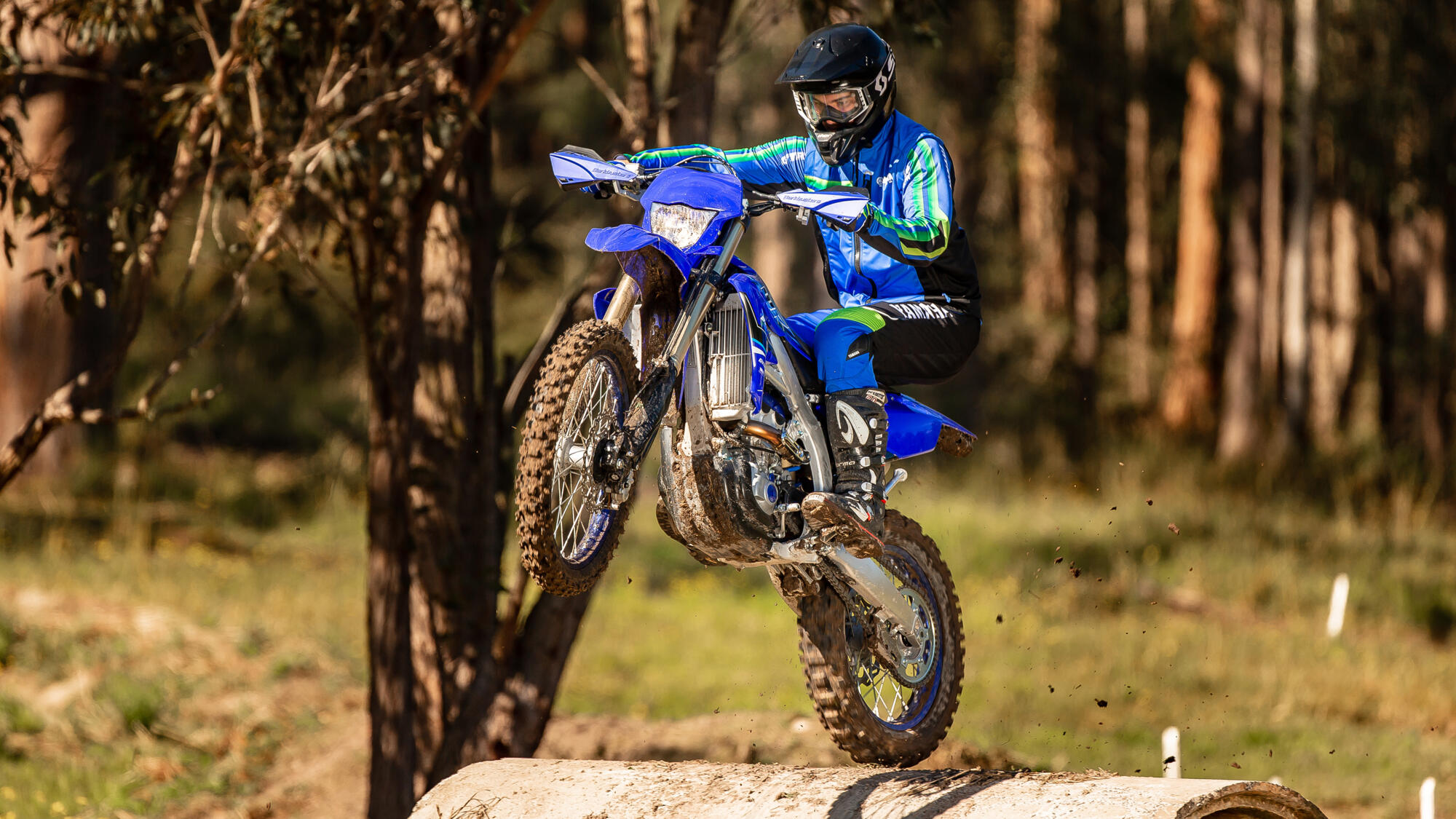 2021-Yamaha-WR250F-EU-Icon_Blue_-Action-003-03